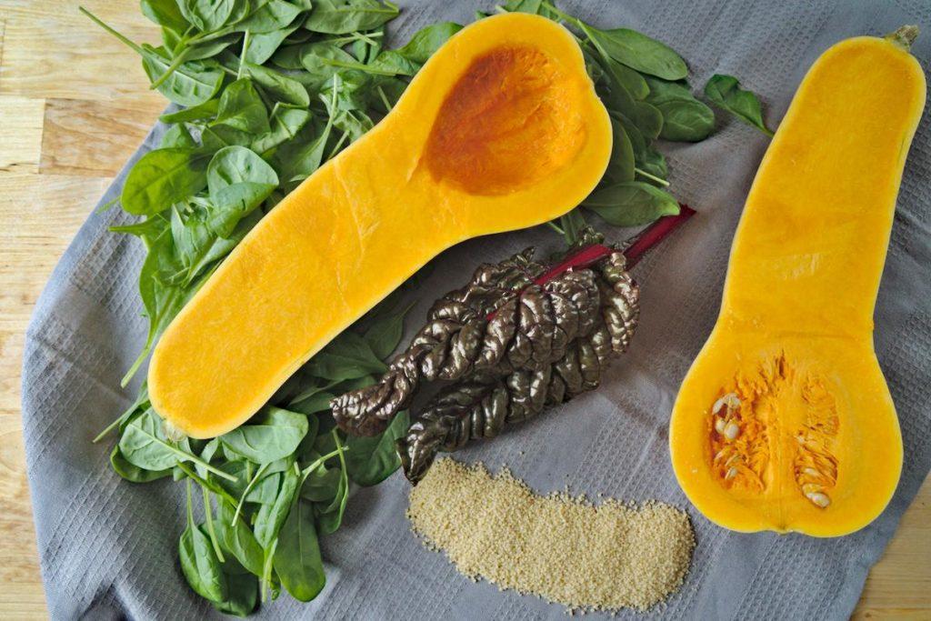 Butternut-Kürbis gefüllt mit Couscous und Spinat