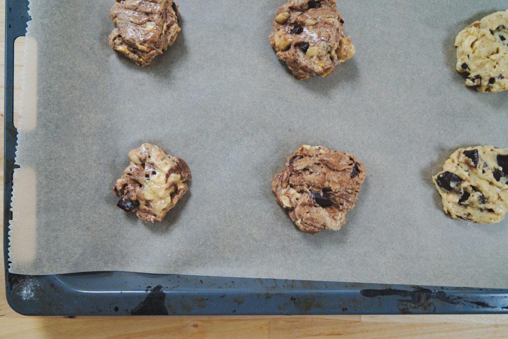rohe Kekse auf dem Blech