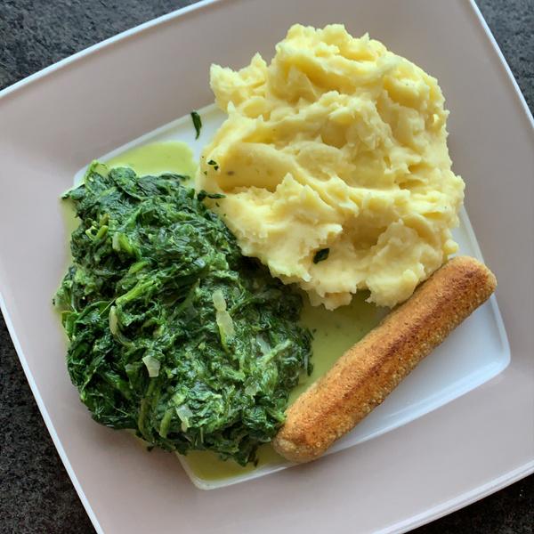 Kartoffelpüree mit Spinat und Tofuwürstchen