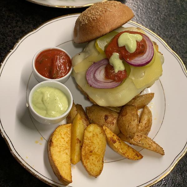 Veggie-Burger mit Kartoffelwedges